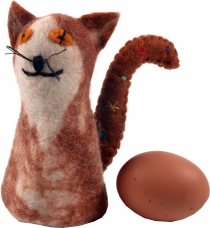 Felt egg warmer - cat