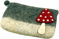 Felt wallet fly agaric