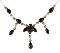 Silver chain with semi-precious stones onyx