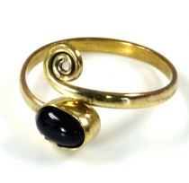 Brass toe ring, Goa jewellery with onyx - gold